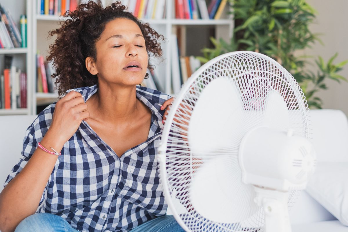 8 Ways to Deal With Hot Flashes in the Heat (Or Is-It-Hot-In-Here-or-Is-It-Just-Summer?)