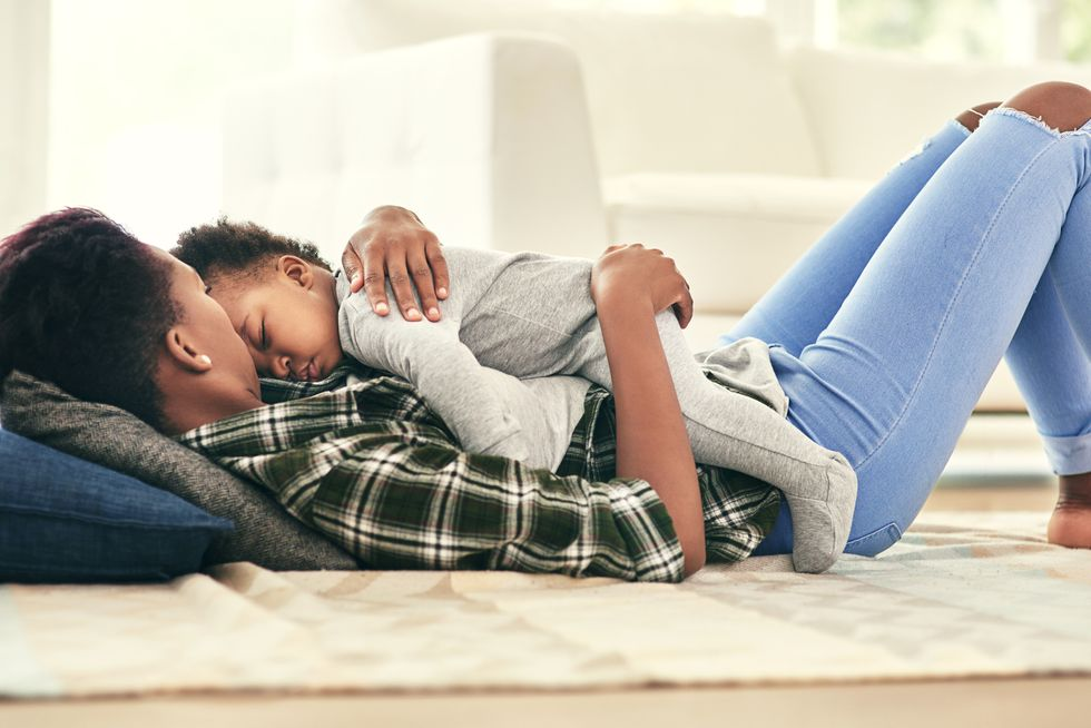 Kids Mean Less Shuteye for Mom, While Dad Slumbers On