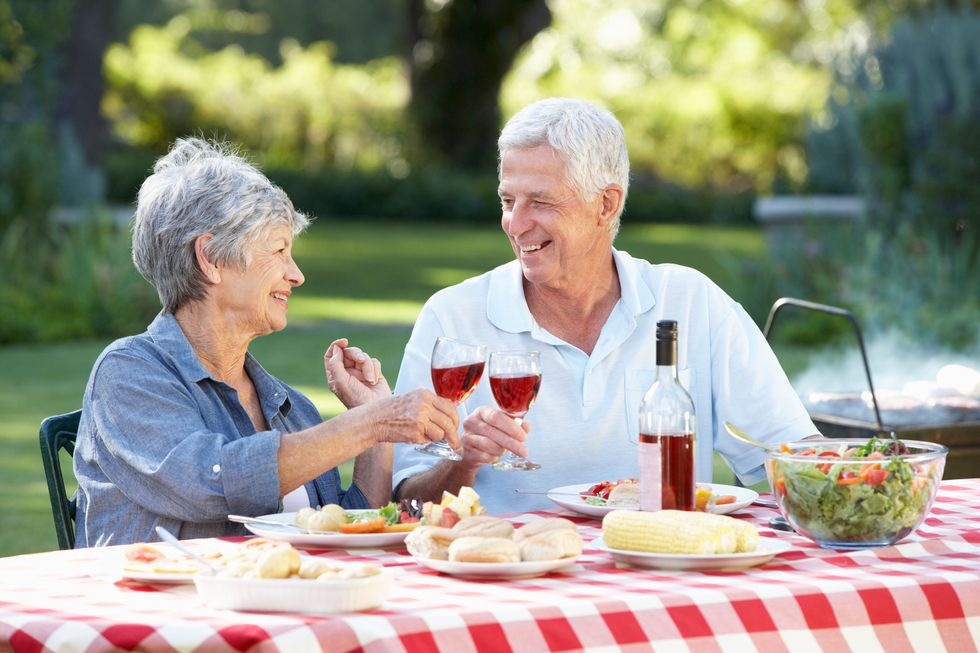 Study Links Moderate Drinking to Reduced Risk of Dementia
