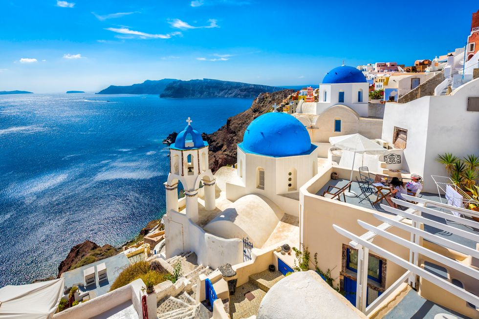 Travel to Greece: Soaking in the Splendors of Santorini
