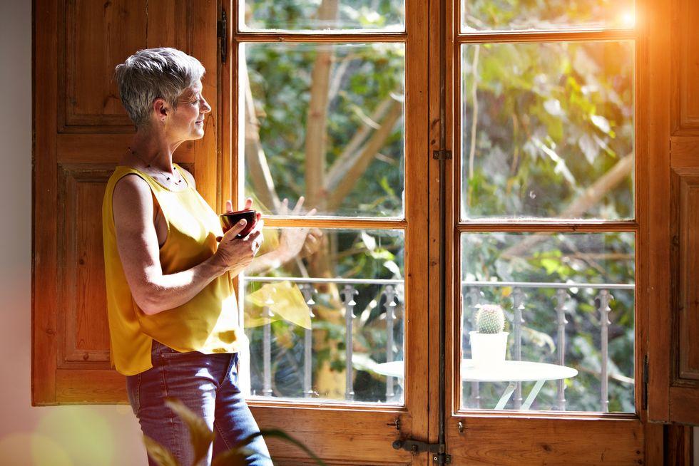 Postmenopausal Women Should Still Steer Clear of HRT