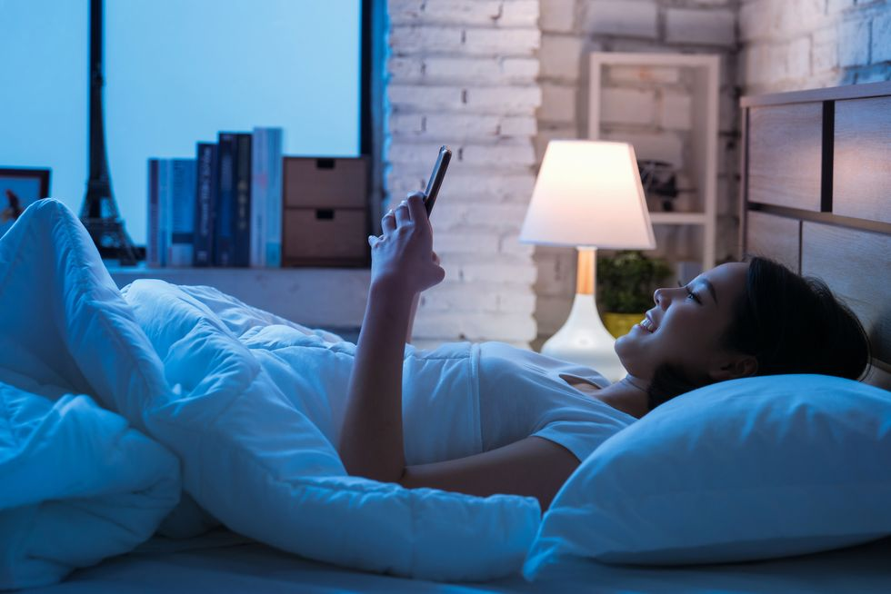 Leave Tablets, Smartphones Out of the Bedroom for Better Sleep