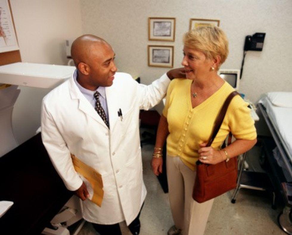 71019252.jpg-nwhrc-doctor-patient-736220.jpg