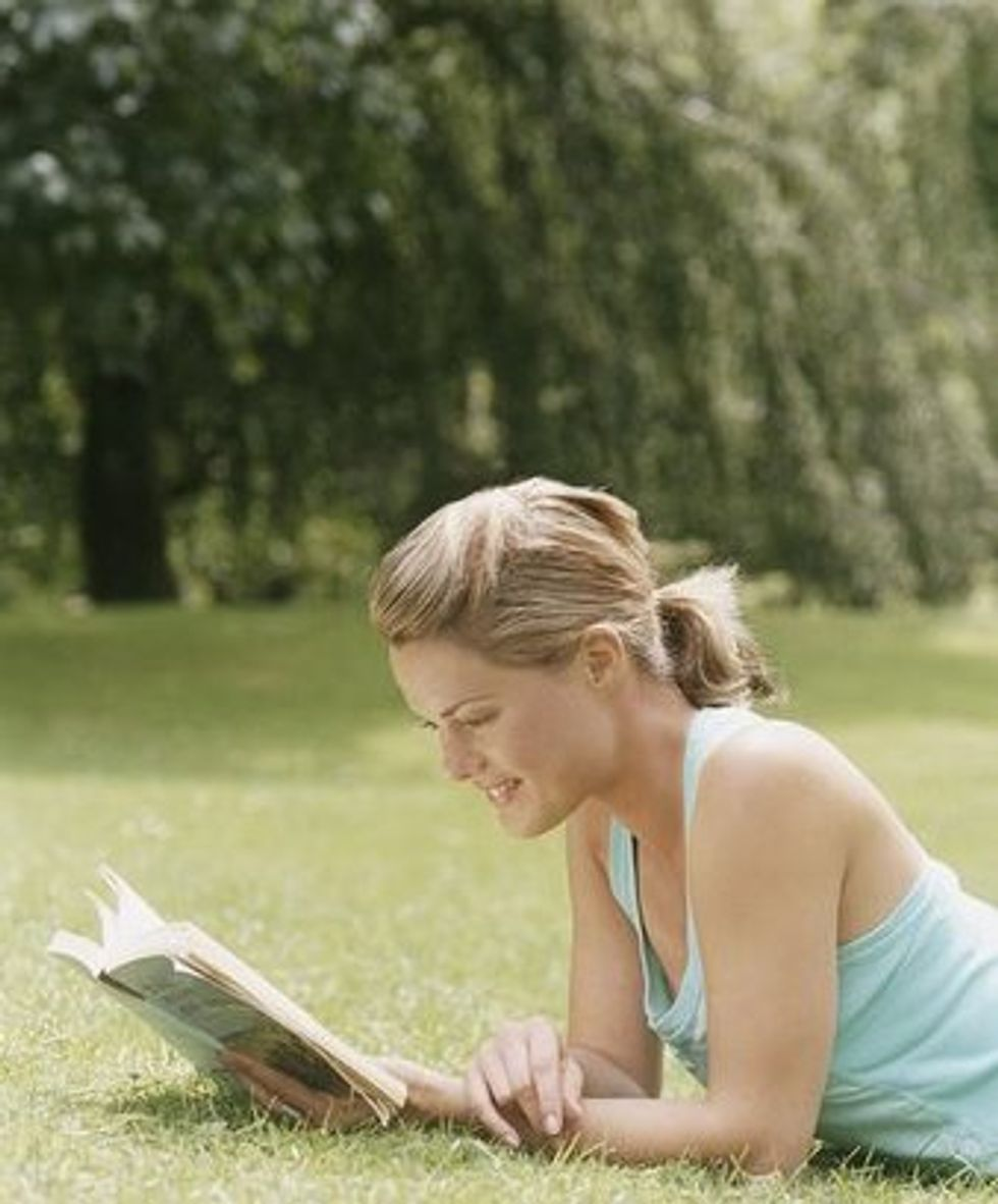 woman-reading-outdoors-766007.jpg